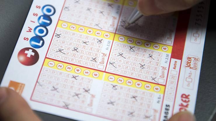Ein Los von Swiss Lotto hat am Mittwoch knapp 3 Millionen Franken Gewinn gebracht. (Archivbild)