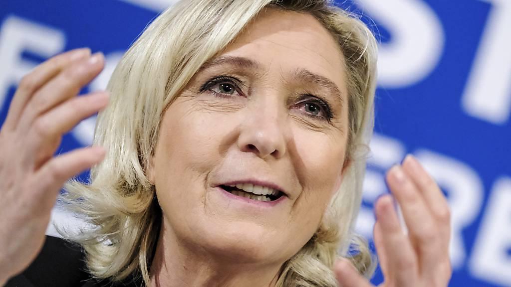Le Pen weist erneut Vorwürfe in Scheinbeschäftigungsaffäre zurück