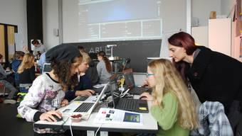 12000 Kinder und Jugendliche programmieren an Informatikwoche