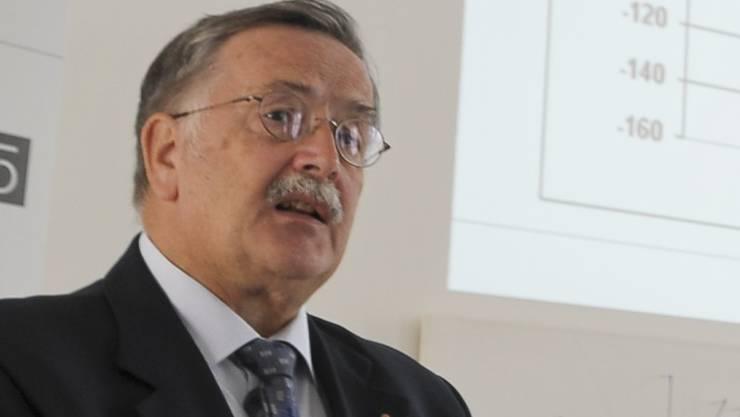 Sieht keinen Grund für Rücktritt: Finanzdirektor Adrian Ballmer.
