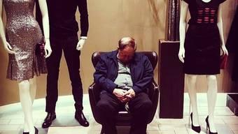 Das Leiden der Männer beim Einkaufen mit ihren Frauen (Quelle: Instagram)