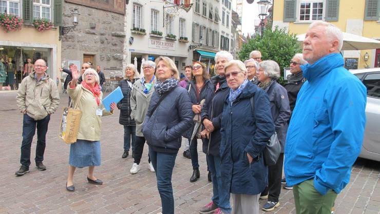 Teilnehmerinnen und Teilnehmer der Stadtführung «2000 Jahre Solothurn» im Programm «DIAGONAL» des Gemeinnützigen Frauenvereins Solothurn (SGF)
