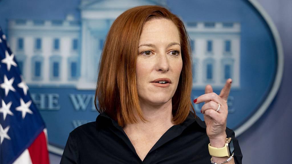 Jen Psaki, Pressesprecherin des Weissen Hauses, spricht während einer Pressekonferenz.