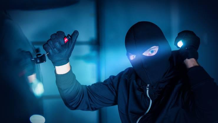 Kurz vor Mitternacht verschafften sich die beiden Einbrecher Zugang zur Kita. (Symbolbild)