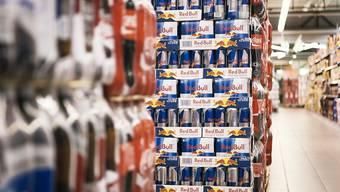 Noch nie hat der Energy Drink-Hersteller Red Bull soviele Getränkedosen verkauft wie im vergangenen Jahr. Stark gewachsen ist der Umsatz vor allem in aufstrebenden Märkten wie Indien oder Brasilien.(Symbolbild)