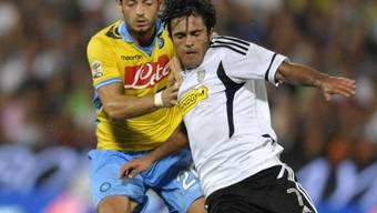 Dzemaili (hinten) startet mit Napoli siegreich in die neue Saison