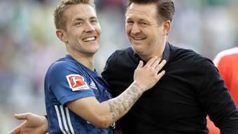Gut gelaunt in die Schicksalsspiele: Lewis Holtby und Trainer Christian Titz verleihen dem Hamburger SV den nötigen Elan