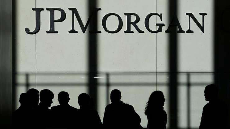 Trotz einer massiven Belastung durch die US-Steuerreform verdient JP Morgan weiterhin Milliarden. Unter dem Strich erzielte die grösste US-Bank   im Schlussquartal 4,2 Milliarden Dollar als Gewinn heraus.