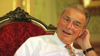 Eine verblüffende Geschichte im Zusammenhang mit Alkohol und Politik dreht sich um Jean-Pascal Delamuraz, Bundesrat von 1984-1998.