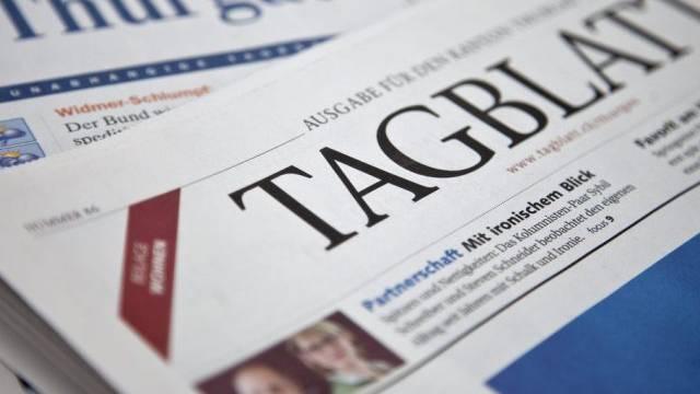 Ein St. Galler Tagblatt liegt über einer Thurgauer Zeitung