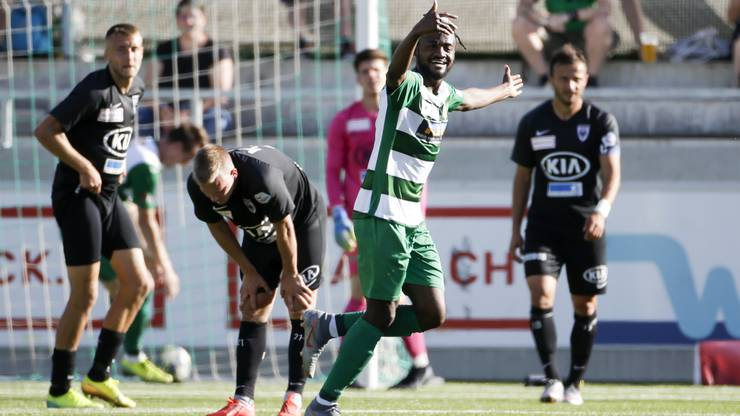 Asumah Abubakar schenkt dem FCA drei Tore ein.