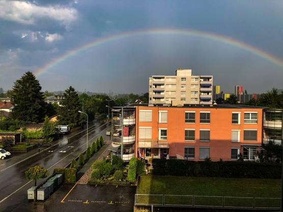 """Wetter-""""schauspiel""""  mit Regenbogen über Solothurn vom Balkon..."""