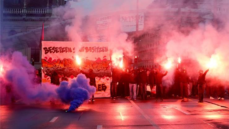 Im Zuge der «Tanz dich frei»-Demonstration vom 25. Mai 2013 wurden Teile der Berner Altstadt in ein Schlachtfeld verwandelt.