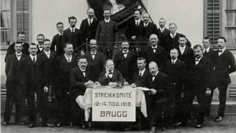 Das Brugger Streikkomitee versammelt sich im Jahr 1918 im Restaurant Güterhalle.
