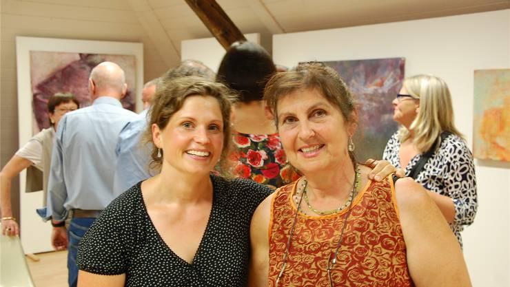 Therese Rickenbacher (links) und Barbara Fluri mit dem vieldeutigen Ausstellungs-Titel «Wechseljahre».