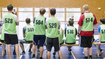 Wenn man sich an den Body Mass Index hält, ist jeder vierte Rekrut übergewichtig oder fettleibig. Doch die Methode ist umstritten, wie eine Studie der Uni Zürich ergab. (Symbolbild)