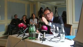 SVP-Ständeratskandidat Roger Köppel greift an.