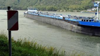 Drei Schiffsunfaelle auf dem Mittelrhein haben am Freitag den Verkehr auf dem Fluss lahmgelegt