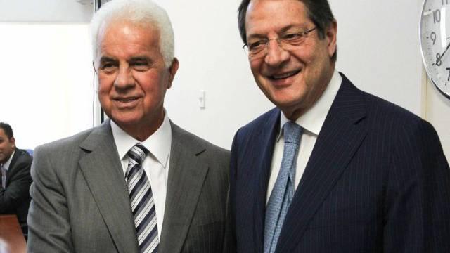 Nikos Anastasiades (rechts) mit Dervis Eroglu in Nikosia, Zypern