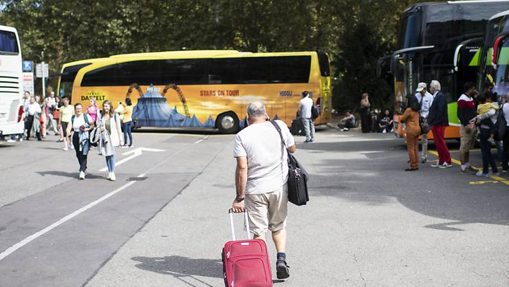 Touristen müssen sich nicht umgewöhnen: Der Carparkplatz am Sihlquai in der Nähe des Zürcher Hauptbahnhofes bleibt nach dem Willen der Stadtregierung noch für mindestens 15 Jahre. (Archivbild)