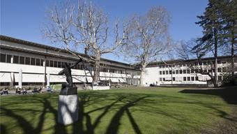 Eine Mehrheit des Baselbieter Landrates bekennt sich zur gemeinsamen Trägerschaft der Universität (im Bild der Innenhof des Kollegiengebäudes).