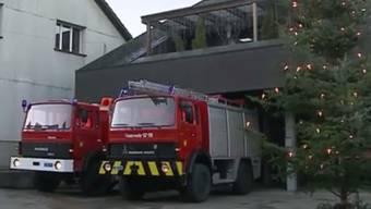Auf tutti.ch findet man zur Zeit eine kuriose Anzeige. Die Gemeinde Bözberg bietet ausrangierte Feuerwehrfahrzeuge an.
