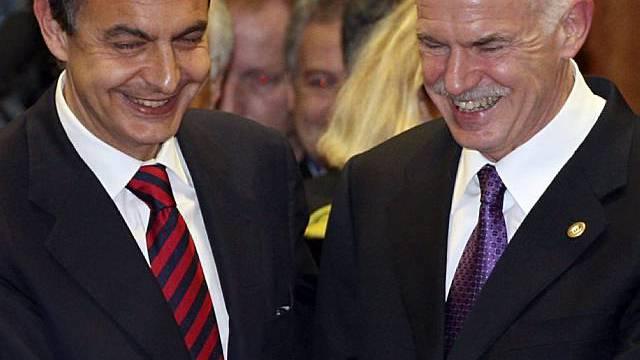 Griechenlands Premier Papandreou (r) und sein spanischer Amtskollege Zapatero