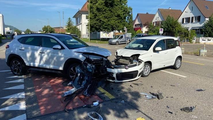Pratteln BL, 26. Mai: Auf der Rheinstrasse ereignete sich eine Kollision zwischen zwei Personenwagen. Eine Person wurde verletzt.