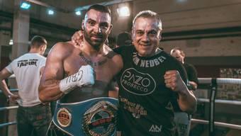 Alexander Nedbei freut sich mit seinem Coach Parvis Karimi über den Sieg.
