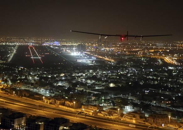 Der Schweizer Flieger Solar Impulse 2 ist am Dienstagmorgen am Zielort in Abu Dhabi gelandet. (21)