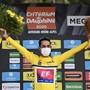 Daniel Martinez feiert seinen Gesamtsieg an der Tour-de-France-Generalprobe