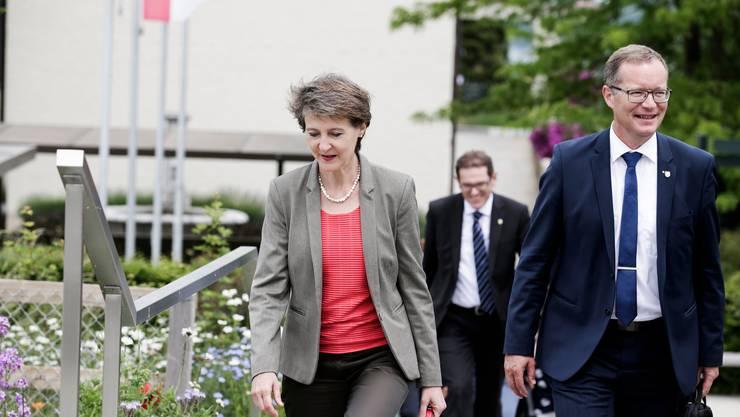 Bundesrätin Simonetta Sommaruga mit den Thurgauer Regierungsräten Jakob Sark und Walter Schönholzer.