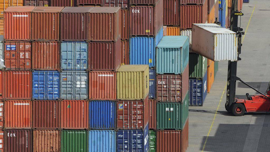 Im August wurden nochmals mehr Waren in die Schweiz importiert. Kräftig zugelegt haben vor allem die Einfuhren von Bijouterie und Juwelierwaren.