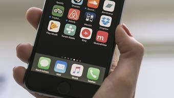 Bezahlen mit dem Smartphone wird in der Schweiz bald auch mit der Alibaba-App Alipay möglich sein. (Symbol)