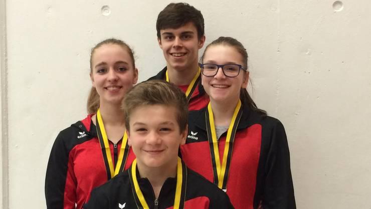 Vier der Medaillengewinner (im Uhrzeigersinn von links): Tabea Grossenbacher, Adrian Simon, Ramona Schaad und Noa Wyss.