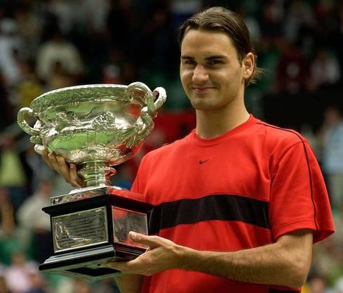 2) Federer holt sich seinen ersten Titel 2004 in Australien gegen Marat Safin (Russland) mit 7:6 (7:3), 6:4, 6:2.