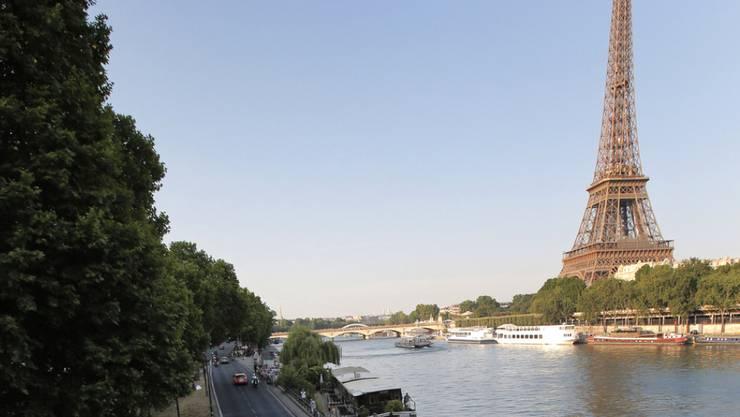 Die Schnellstrasse Georges Pompidou am rechten Seine-Ufer wird für den motorisierten Verkehr gesperrt und den Fussgängern und Velofahrern überlassen. (Archivbild)