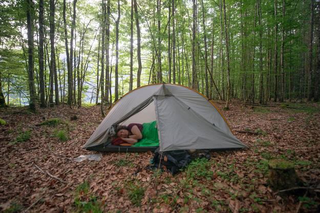 Auf ihren Reisen hat sie schon über 2000 Nächte im Zelt verbracht.