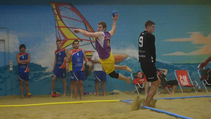 Beach-Handball ist pure Action.