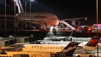 Wer mit dem Flugzeug in die USA reist, muss umfangreichere Sicherheitskontrollen in Kauf nehmen.