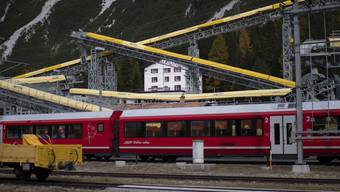 Neben der SBB fahren auch die Rhätische Bahn, die Centovalli-Bahn sowie die BLS nach Italien.