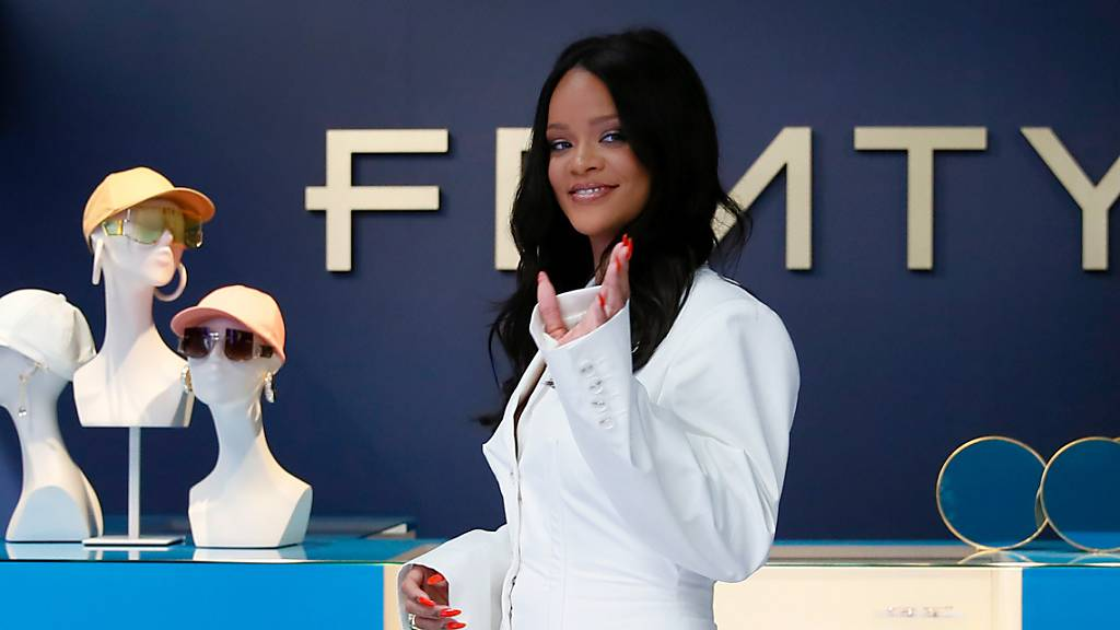 Rihanna stellte die erste Kollektion ihres Modelabels «Fenty» 2019 in Paris vor. Foto: Francois Mori/AP/dpa