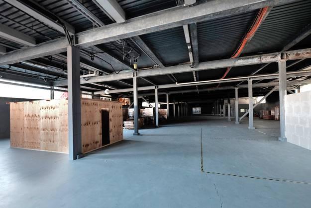 In der Haupthalle standen erst einzelne Unterkunfts-Prototypen-herum