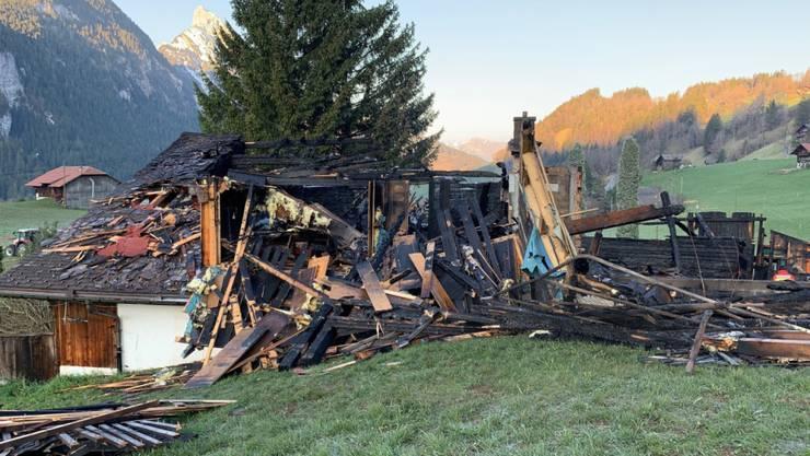 Das Haus in Saanen im Berner Oberland ist nach dem Brand nicht mehr bewohnbar.