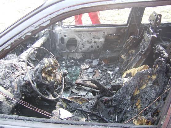 Das total ausgebrannte Auto.
