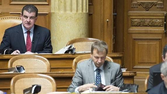 Peter Spuhler (hinten links) das letzte Mal im Nationalrat