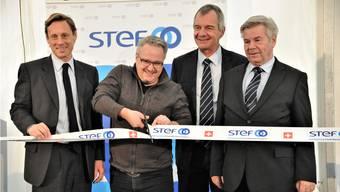 Offizielle Eröffnung des Stef-Logistikzentrums in Kölliken (v.l.): Stanislas Lemor (stellvertretender Generaldirektor Stef), Mario Schegner (Gemeindeammann Kölliken), Pierre-Alain Frossard (Direktor Stef Schweiz), Michel Christe (VR-Präsident Stef Schweiz).