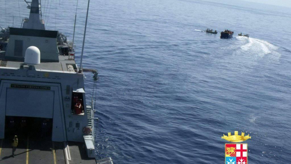 Tödliches Handgemenge an Bord eines Flüchtlingsschiffs (Symbolbild)
