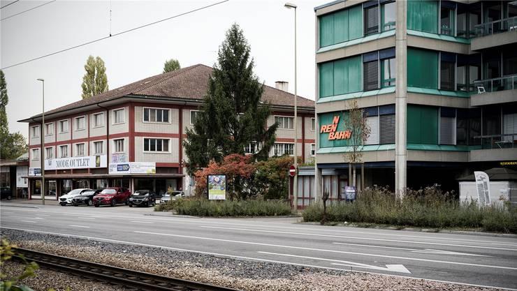 Die markanten Gebäude an der Muttenzer St.Jakobs-Strasse werden wohl bald Neubauten Platz machen müssen.Roland Schmid