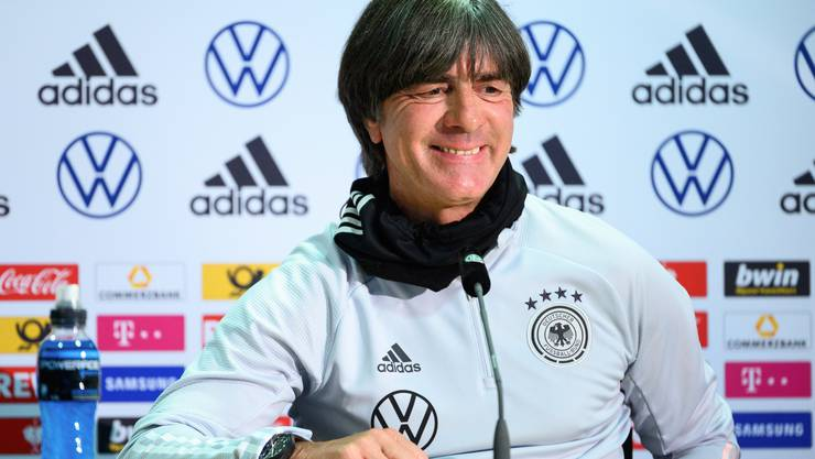 Hinter dem Lachen verstecken sich auch Sorgefalten: Bundestrainer Joachim Löw ist nicht zufrieden mit dem Terminplan.